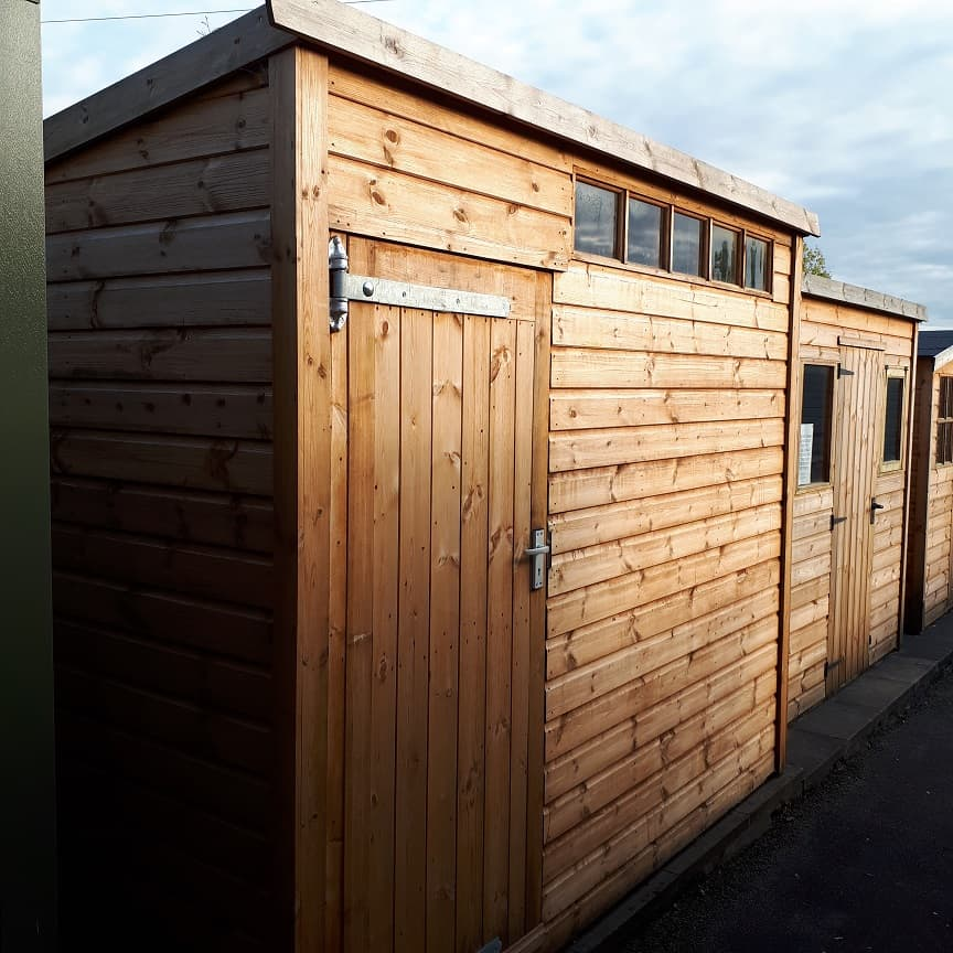 Ex-Display A&J 9 x 5 Barnwell Pent Front